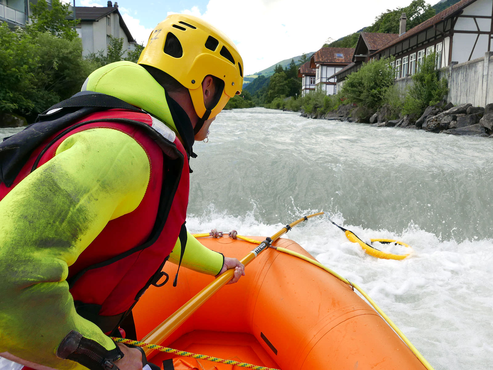 Rescue in low head dams (weirs)